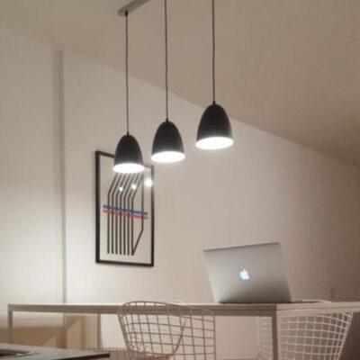 barra desayunadora iluiminada con lampara 3 luces modelo ovi en color negro